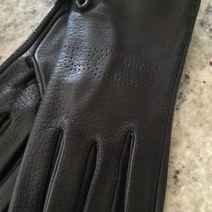 Black Ugg gloves